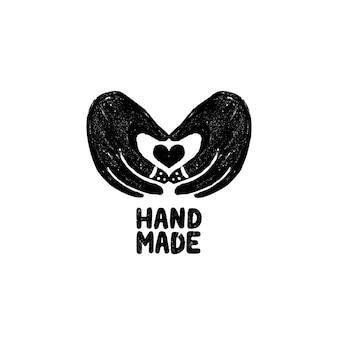 Icona o logo fatti a mano. icona di timbro vintage con le mani e l'immagine del cuore e scritte a mano. illustrazione d'epoca per banner ed etichetta