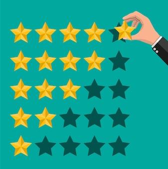 La mano mette la valutazione. recensioni cinque stelle. testimonianze, valutazione, feedback, sondaggio, qualità e recensione.