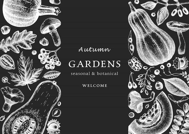Autunno abbozzato a mano sulla lavagna. modello botanico elegante e alla moda con foglie autunnali, zucche, bacche, schizzi di funghi. perfetto per inviti, biglietti, volantini, menu, imballaggi.