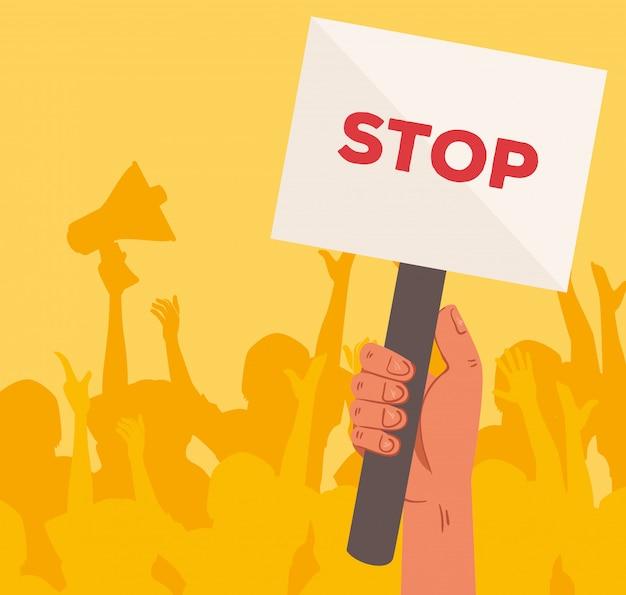 Mano con il segnale di stop del cartello di proteste, persone che tengono striscioni, attivista con segno di manifestazione di sciopero, concetto di diritto umano