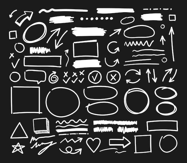 Elementi artigianali. frecce vettoriali disegnate a mano impostate su sfondo nero.