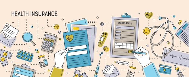 Mani che compilano i documenti dell'assicurazione sanitaria circondati da moduli cartacei, farmaci, attrezzature mediche e strumenti