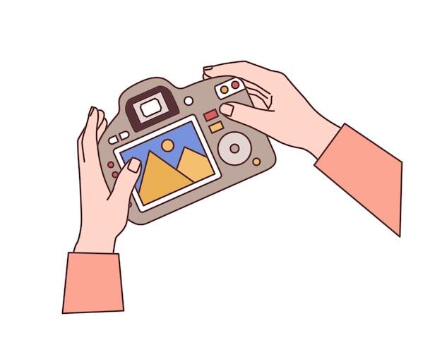 Mani che tengono l'illustrazione piatta della fotocamera digitale