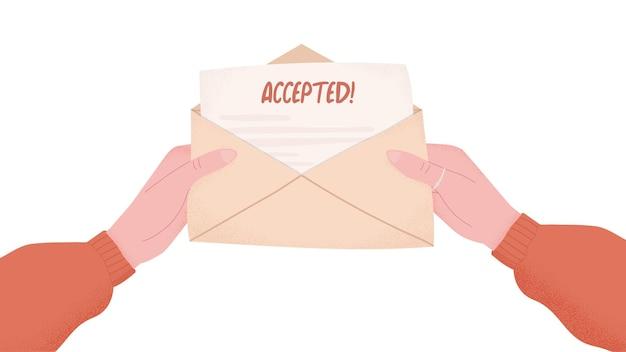 Mani che tengono la lettera di accettazione del college in busta