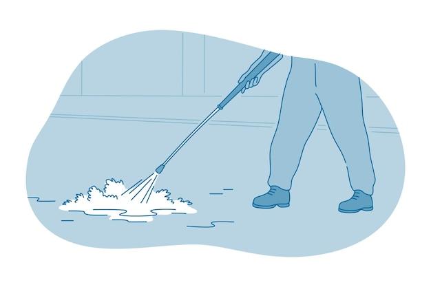 Mani del lavoratore o della cameriera che fa la pulizia del pavimento con un liquido di schiuma lessicale