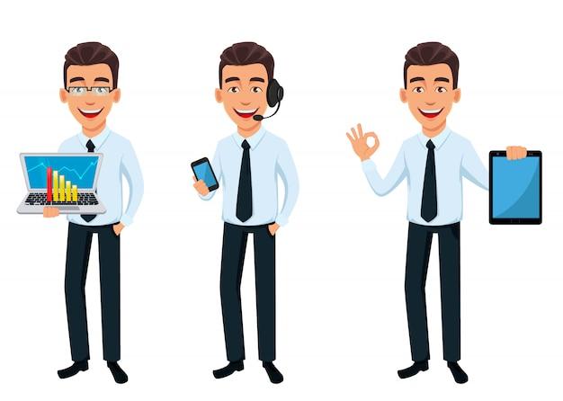 Uomo d'affari bello in vestiti stile ufficio