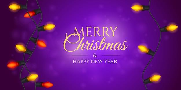Ghirlanda natalizia appesa. banner di natale o biglietto di auguri con lampade decorative.