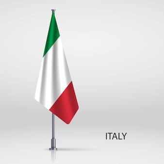 Bandiera appesa sul modello pennone