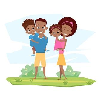 Famiglia nera felice che sorride in natura. i genitori tengono i bambini