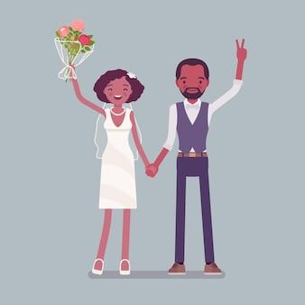 Sposa e sposo felici sulla cerimonia di nozze