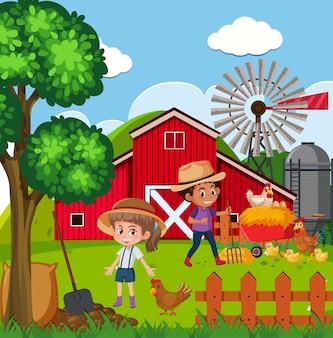 Bambini felici e galline nella fattoria