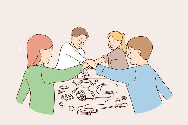 Bambini felici e concetto di giochi.