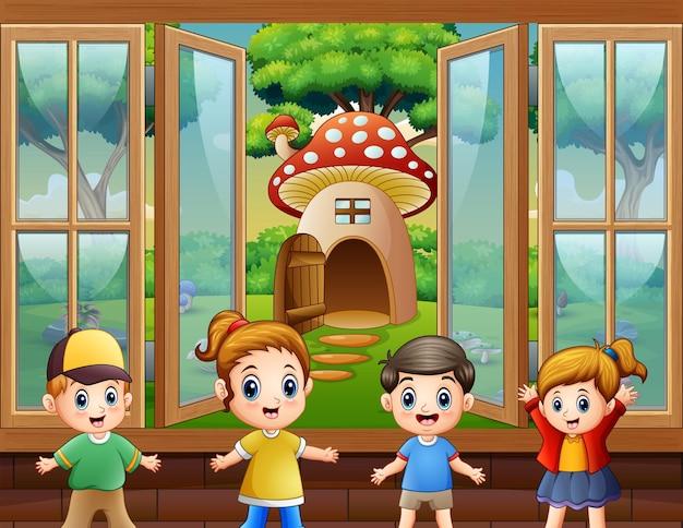 Bambini felici che giocano in casa