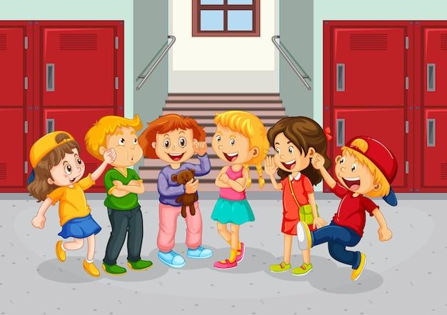 Bambini felici al corridoio della scuola