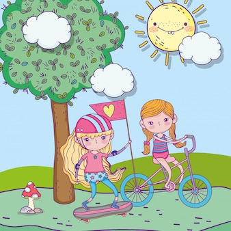 Felice giornata per bambini, ragazze carine in sella a bici e skateboard nel parco
