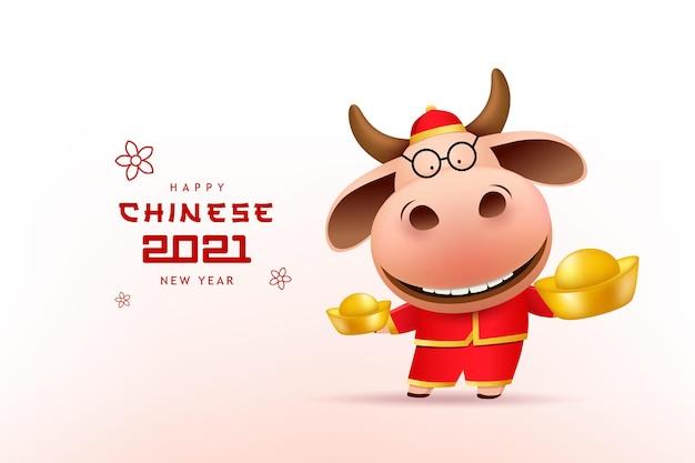Felice anno nuovo cinese 2021, bue in abito rosso cheongsam con in mano oro cinese.