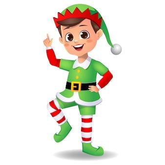 Ragazzo ragazzo carino felice che indossa abiti da elfo e balli