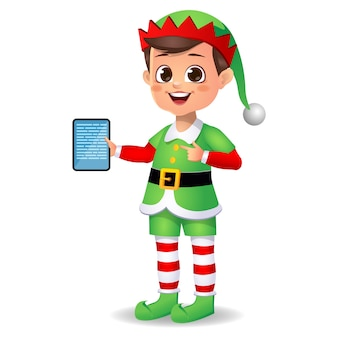 Ragazzo ragazzo carino felice che indossa abiti da elfo e mostra nella scheda