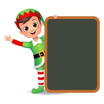 Felice ragazzo carino ragazzo che indossa un abito da elfo con bordo