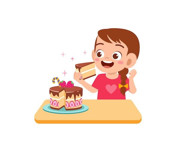 La bambina sveglia felice mangia una torta di compleanno