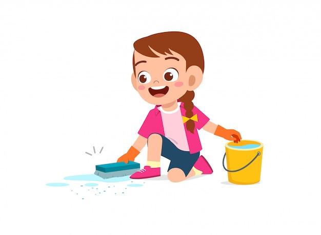 Felice carino ragazzino ragazzo e ragazza fanno le faccende di pulizia del pavimento