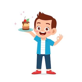 Felice carino ragazzino ragazzo e ragazza che tengono una torta di compleanno