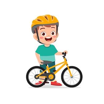 Felice carino ragazzino ragazzo in bicicletta