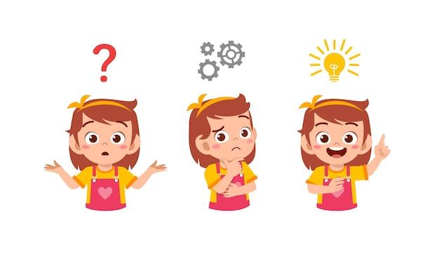 Felice carino ragazzino ragazza pensando e cercando processo di idea