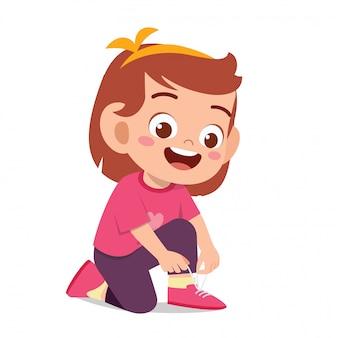 Laccio scarpa felice felice della scarpa del legame della ragazza del bambino