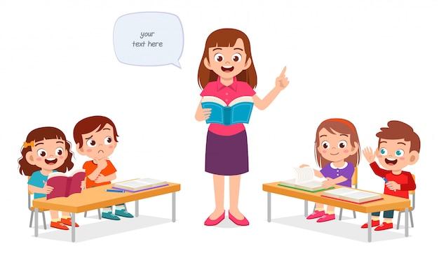 Il ragazzo e la ragazza svegli felici dei bambini studiano con l'insegnante