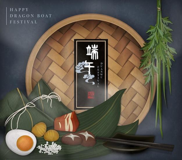 Felice modello dragon boat festival con cibo tradizionale gnocco di riso ripieno di bambù piroscafo e assenzio. traduzione cinese: duanwu e benedizione