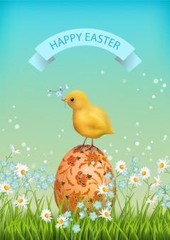 Biglietto di buona pasqua con fiori, uovo dipinto e un pollo