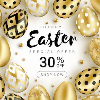 Concetto felice dell'insegna di vendita di pasqua decorato con le uova dorate di lustro realistico e le perle dell'oro isolate su fondo bianco.
