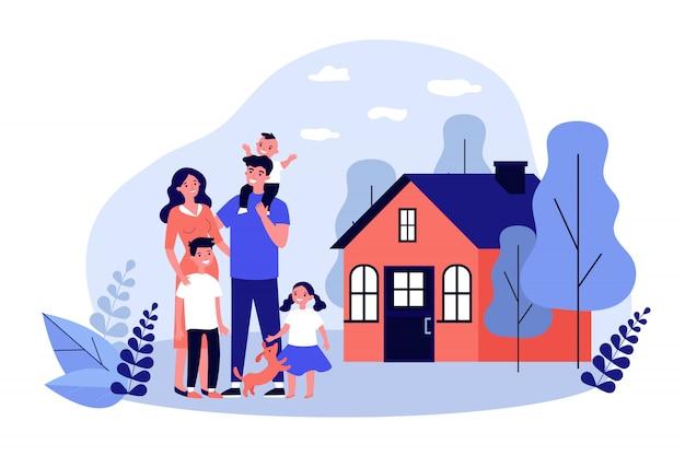 Coppie felici della famiglia con i bambini e l'animale domestico che stanno insieme