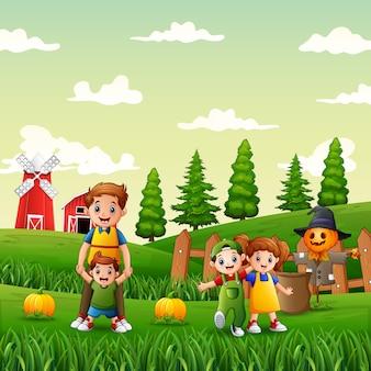Famiglia felice nel giardino delle zucche