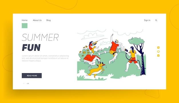 .famiglia felice che spruzza e gioca con il modello della pagina di destinazione dell'acqua. caldo clima estivo