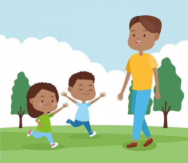 Padre felice che gioca con i suoi figli