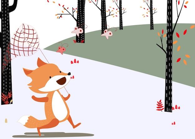 La volpe felice prende la farfalla nella foresta