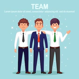 Amici felici. la gente di affari abbraccia e sorride. amicizia dei colleghi