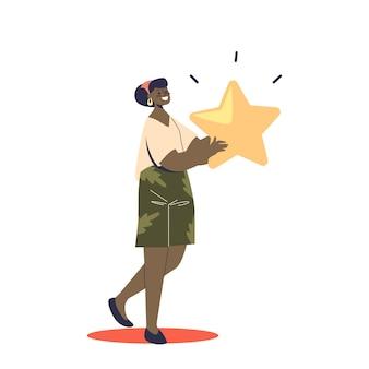Ragazza felice che tiene la stella di valutazione dorata. concetto di sistema di revisione del feedback di utenti, consumatori o clienti