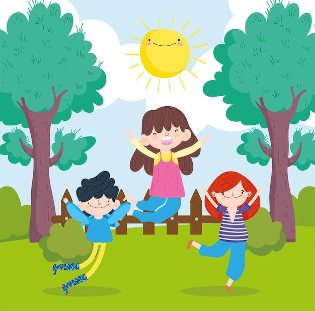 Bambini felici nel parco