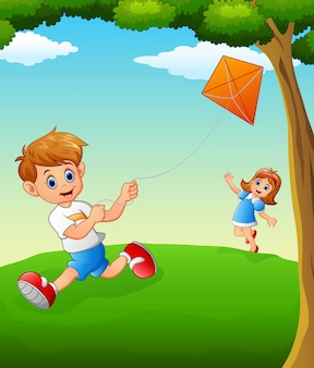 Bambini felici che giocano aquilone