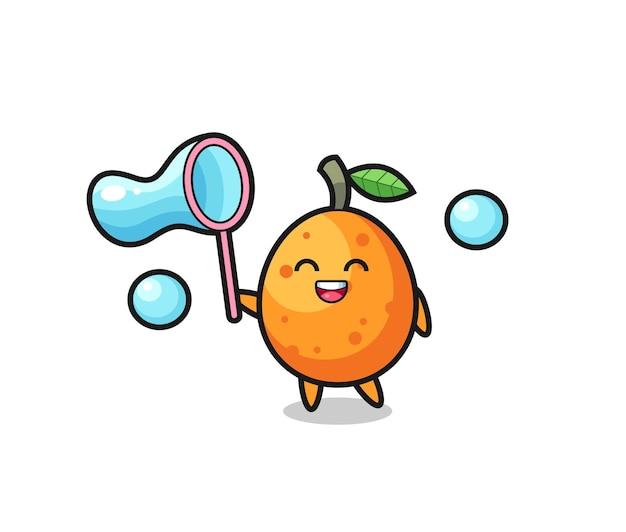 Cartone animato felice kumquat che gioca a bolle di sapone, design in stile carino per maglietta, adesivo, elemento logo