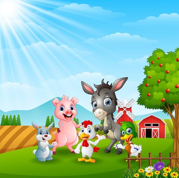 Felici piccoli animali nella fattoria