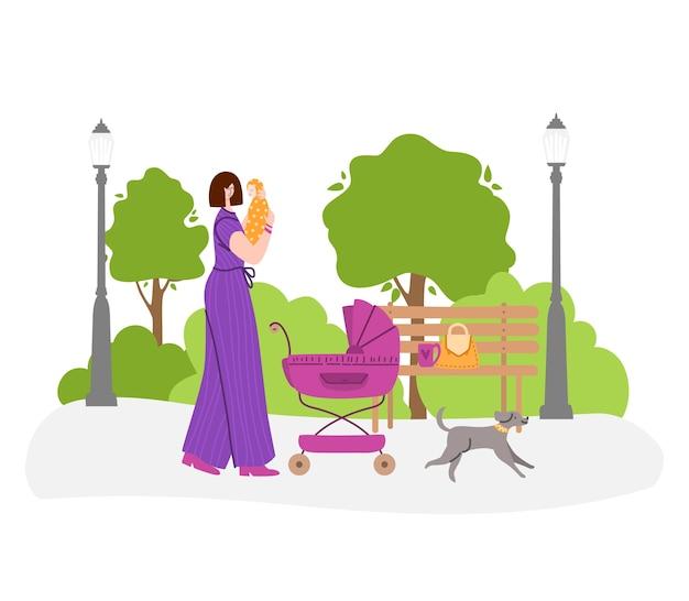 Felice maternità o concetto di maternità - la donna sta tenendo un neonato tra le braccia. la giovane madre sta camminando con la carrozzina nel parco