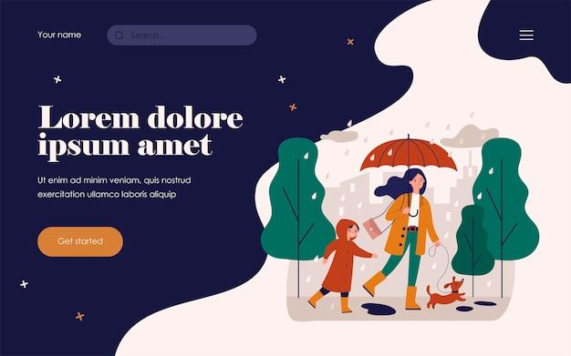 La mamma felice che cammina in una giornata di pioggia con cane e figlio ha isolato l'illustrazione piana di vettore. cartoon madre e bambino in impermeabili con bassotto. concetto di maltempo e acquazzone