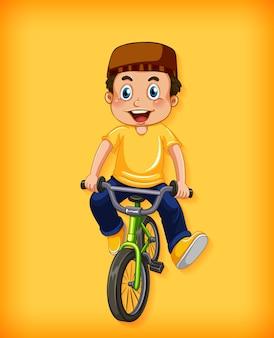 Bicicletta di guida del ragazzo musulmano felice