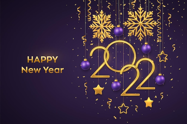 Felice anno nuovo 2022. numeri metallici dorati appesi 2022 con fiocchi di neve brillanti, stelle metalliche 3d, palline e coriandoli su sfondo viola. biglietto di auguri di capodanno o modello di banner. vettore.