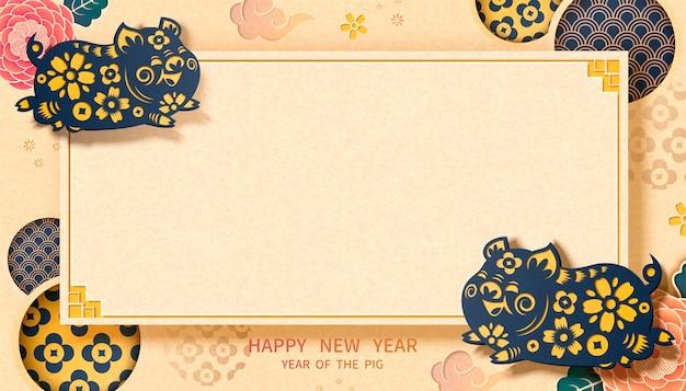Banner di felice anno nuovo con elementi piggy e floreali in stile arte cartacea, spazio copia per parole di saluto