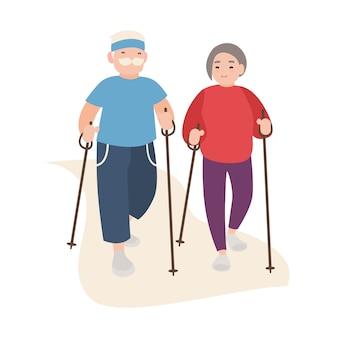 Gli uomini anziani e le donne felici si sono vestiti in abbigliamento di sport che esegue la camminata nordica. sana attività all'aperto per gli anziani. personaggi dei cartoni animati piatti isolati su sfondo bianco. illustrazione.